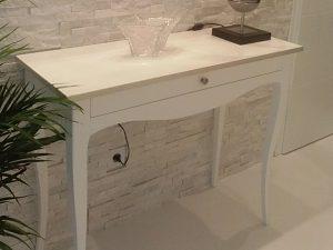 Dokonalý konzolový stolík